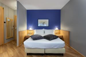 A bed or beds in a room at Best Western Plus Executive Hotel and Suites