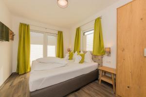 سرير أو أسرّة في غرفة في شاليهات غروسغلوكنر زيل أم سي