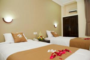 A bed or beds in a room at Troppo Zone Puri Rama Resort Kuta