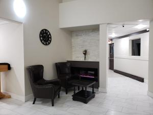 The lobby or reception area at Wells Gray Inn