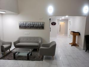 A seating area at Wells Gray Inn