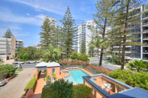 A view of the pool at San Mateo On Broadbeach or nearby