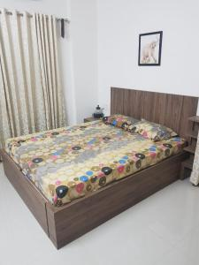 A bed or beds in a room at Lake View 3 BHK Flat