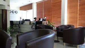 ホテル オクターヴ モルディブにあるラウンジまたはバー