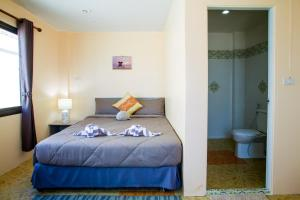 A bed or beds in a room at Klong Muang Sunset House