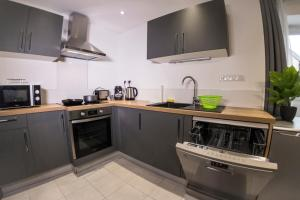 A kitchen or kitchenette at L escapade- Home-One