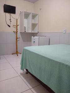 A bed or beds in a room at Pousada Kaka