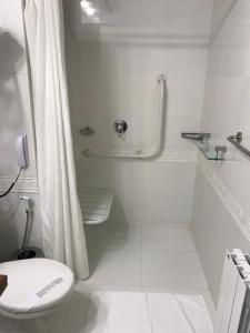 A bathroom at Villa Bella Hotel