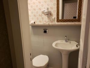 A bathroom at Apartamento Vila Real
