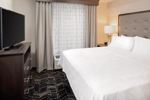 A bed or beds in a room at Homewood Suites By Hilton Ronkonkoma