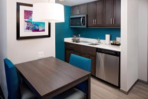 A kitchen or kitchenette at Homewood Suites By Hilton Ronkonkoma