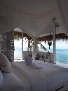 A bed or beds in a room at TROPICAL GLAMPING BALI, Nusa Penida