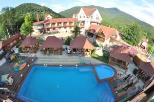Вид на бассейн в Отель Абаго или окрестностях