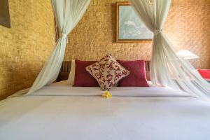 A bed or beds in a room at Jati Home Stay
