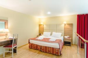 A bed or beds in a room at AMAKS Krasnaya Pakhra Resort