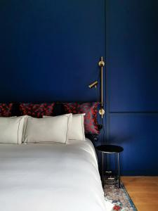 A bed or beds in a room at Hôtel Le Ballu