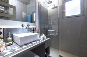 A bathroom at Hidesign Athens Luxury Apartments in Kolonaki
