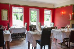 A restaurant or other place to eat at Claverton Hotel