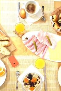 Breakfast options available to guests at Le Champ d'Eysson Aparthotel