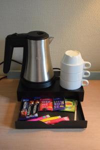 Utensilios para hacer té y café en Est Hotel