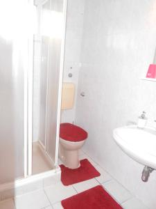 A bathroom at Betti Motel