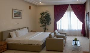 A bed or beds in a room at MARYLAND LUXURY VACATION HOME IN A SERENE AND HIGH BROW AREA OF KATAMPE EXTENSION