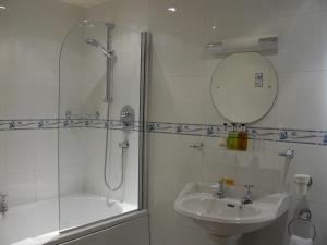A bathroom at Ferraris Country House Hotel