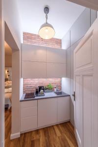 A kitchen or kitchenette at JP Sopot Apartamenty