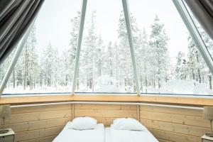 A bed or beds in a room at Northern Lights Village