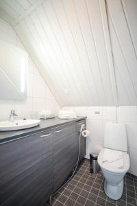 A bathroom at Northern Lights Village