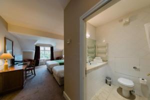 A bathroom at The Abbeyleix Manor Hotel