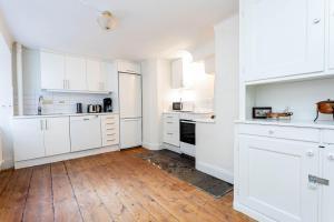 Ett kök eller pentry på ApartDirect Gamla Stan II