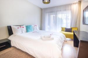 A bed or beds in a room at Bijoux au Prestigia Golf City - Wifi