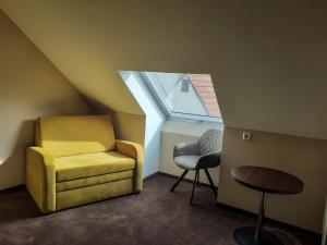 Ein Sitzbereich in der Unterkunft Stadthotel Reutlingen