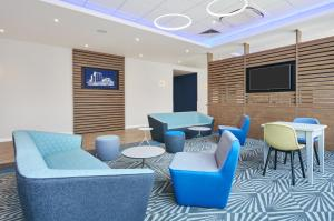 A seating area at Holiday Inn Express Grimsby