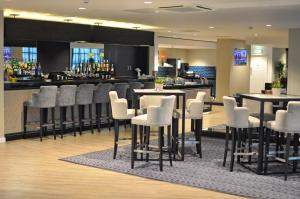 The lounge or bar area at Holiday Inn Express Leigh - Sports Village