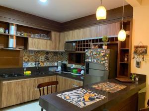 A cozinha ou cozinha compacta de Casa Retrô Chique Bananeiras - Cond Yes Banana