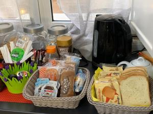 Breakfast options available to guests at B&B Youbed Extra