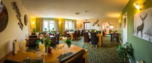 A restaurant or other place to eat at The Beacon & Railway Hotel