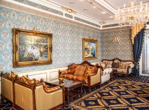 A seating area at Hotel Grand Palace