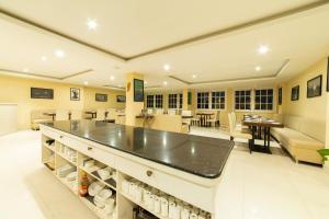 A kitchen or kitchenette at Cygnett Inn La Maison