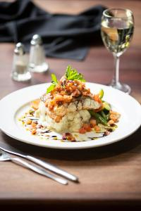 Lunch and/or dinner options for guests at Statesman Hotel