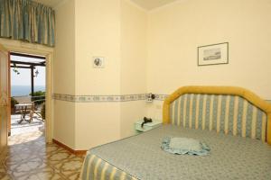 A bed or beds in a room at La Locanda Del Fiordo