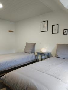 Un ou plusieurs lits dans un hébergement de l'établissement Chambre du Relais