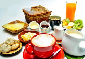 Breakfast options available to guests at Lounge Brasil Hostería Boutique