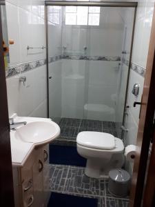 A bathroom at Suíte com vista da Serra