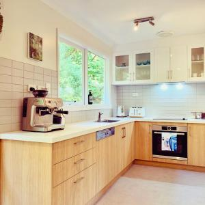A kitchen or kitchenette at Steep Creek Retreat