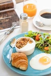 Breakfast options available to guests at Pastell Oldtown Chiang Mai