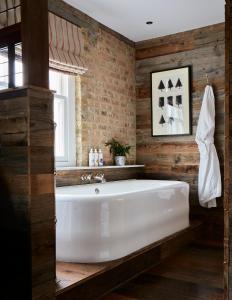 A bathroom at Artist Residence London