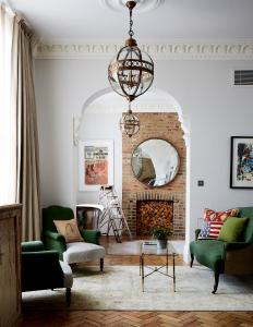 A seating area at Artist Residence London